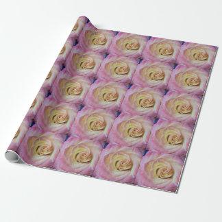 Rosa gelbes mit Ziegeln gedecktes Einpackpapier