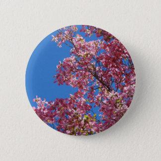 Rosa Hartriegel und blauer Himmel Runder Button 5,7 Cm