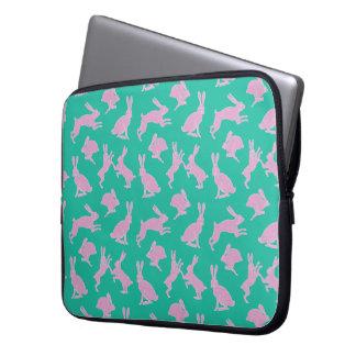 Rosa Häschen auf grünem Hintergrund-Laptop-Kasten Laptopschutzhülle