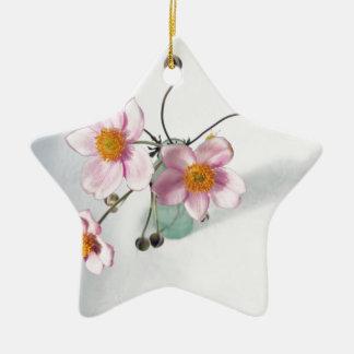 Rosa Japaner Anenomes in einem grünen Vase Keramik Stern-Ornament