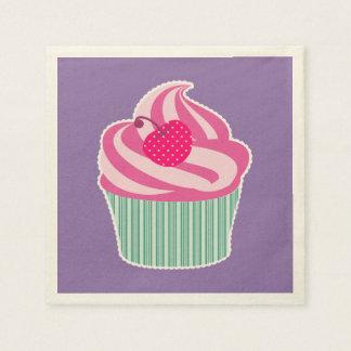 Rosa kleiner Kuchen mit Tupfen-Kirsche Serviette
