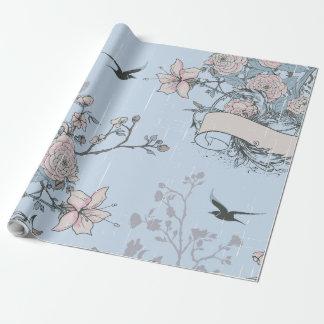 Rosa Lilien u. Rosen auf blauem Verpackungs-Papier Geschenkpapier