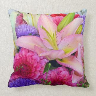 Rosa Lilien- und Dahlieblumendruckkissen Kissen
