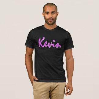 Rosa Logo Kevins auf schwarzem T-Shirt