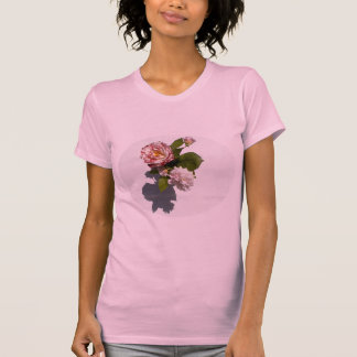 Rosa Rosen auf T - Shirt