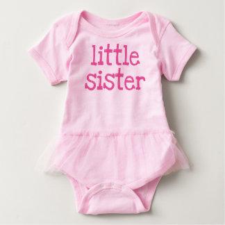 Rosa Text-kleine Schwester Baby Strampler