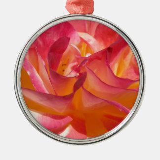 Rosa und gelbe Rose Rundes Silberfarbenes Ornament