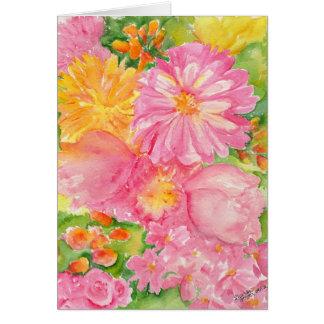 Rosa und gelber Blumenstrauß der Pfingstrosen und Karte