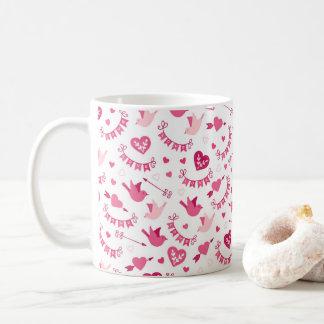 Rosa Valentinstag-Herz-Vogel-Pfeil-Muster Tasse