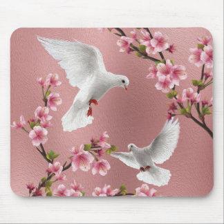 Rosa Vintage Art-Tauben u. Kirschblüte Mauspads