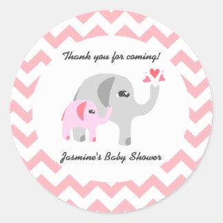 Rose et blanc de baby shower d'éléphant sticker rond