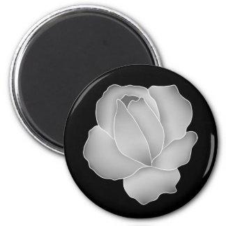 Rose pâle de gris sur élégant noir aimant pour réfrigérateur