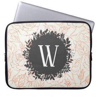 Rosen-Skizze-nahtloses Muster mit Monogramm Laptop Sleeve