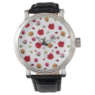 Rosencollage auf weißem Hintergrund Uhr