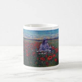 Rosie in den Abendsmohnblumen Kaffeetasse