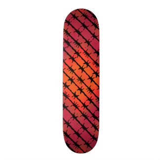 Rost-roter Stacheldraht Barb, der Orange einzäunt Skateboarddecks