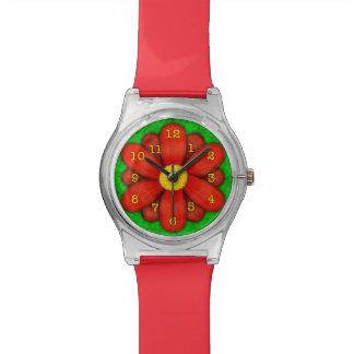 Rote Gänseblümchen-Blume auf grünem schönem Armbanduhr