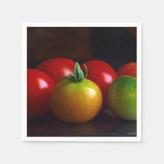 Rote, gelbe, grüne u. orange Kirschtomaten Papierserviette