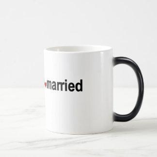 Rote Herzen, die ich verheiratet erhalte Verwandlungstasse