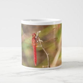 Rote Libelle in der Natur-Kaffee-Tasse durch Julie Jumbo-Tasse