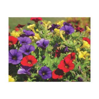 Rote lila gelbe Blumen des schönen Leinwanddruck