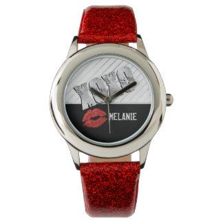 Rote Lippen mit Umarmungen und Küssen Uhr