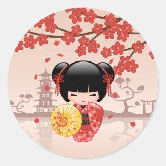 Rote Puppe Kirschblütes Kokeshi - japanische Runder Aufkleber