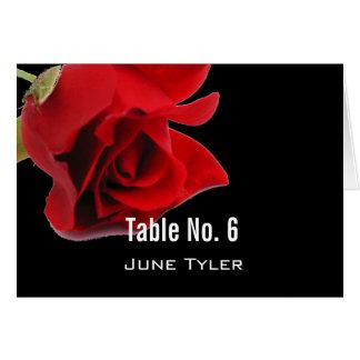 Rote Rose auf schwarzer exotischer Platzkarte