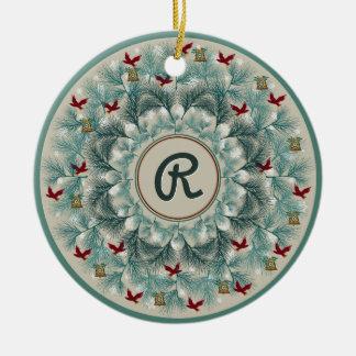 Rote Vögel und Wispy Kiefer personalisiert Rundes Keramik Ornament