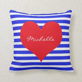 Rote weiße blaue Monogramm-Herz-Streifen Kissen