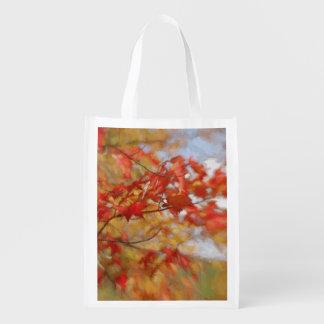 Roter Herbst verlässt abstrakte Malerei Tragetaschen