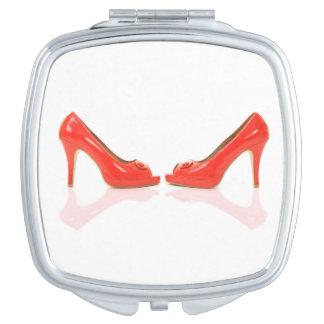 Roter hoher Heels-kompakter Spiegel Taschenspiegel