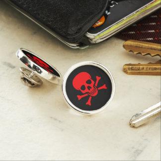 Roter Totenkopf mit gekreuzter Knochen Anstecknadel