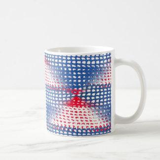 Roter weißer und blauer gewirkter Blick auf Kaffeetasse