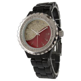 Rotes Band auf goldenem Hintergrund Armbanduhr