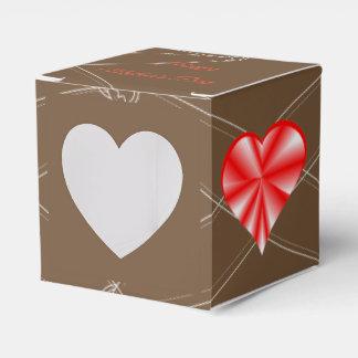 Rotes glänzendes Herz - der glückliche Tag der Geschenkschachtel
