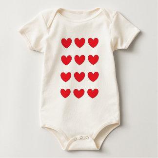 rotes Herz mit Ziegeln gedeckt für Pferdestärken Baby Strampler