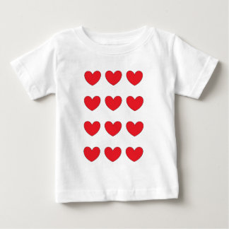 rotes Herz mit Ziegeln gedeckt für Pferdestärken Baby T-shirt