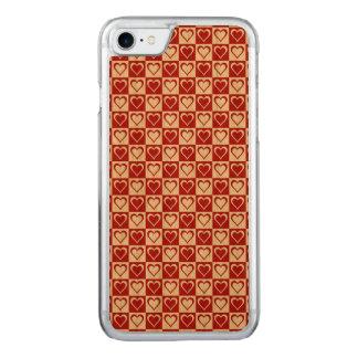 Rotes kariertes Muster mit Herzen Carved iPhone 8/7 Hülle