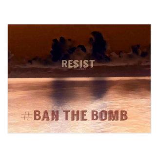 Rotes Skyscape #Banthebomb politischer Widerstand Postkarte