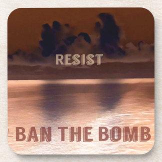 Rotes Skyscape #Banthebomb politischer Widerstand Untersetzer
