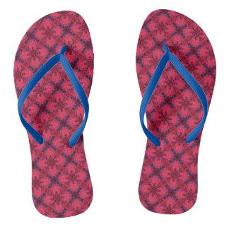 Rotes und blaues modernes geometrisches Muster Flip Flops