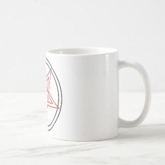 Rotes und schwarzes Pentagramm umgewandelt Kaffeetasse