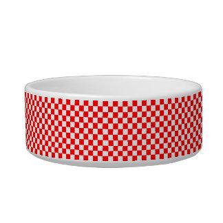 Rotes und weißes klassisches Schachbrett durch Napf