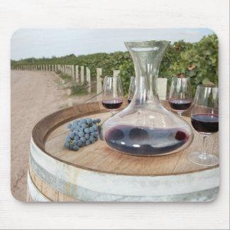 Rotwein im Weinberg Mousepad