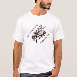 Rotwild-Hinterrodeo-sträubendes Pferd dieses Jahr T-Shirt