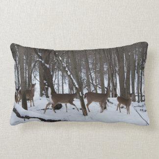 Rotwild im Snowy-Holzlumbar-Kissen Lendenkissen