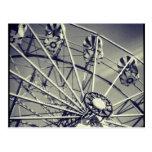 Roue de ferris noire et blanche carte postale