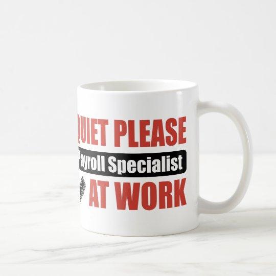 Ruhe-bitte Gehaltsabrechnungsspezialist bei der Kaffeetasse