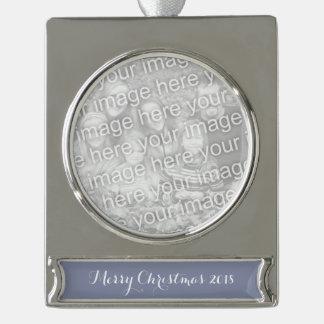 Ruhiger grauer Normallack fertigen es besonders an Banner-Ornament Silber
